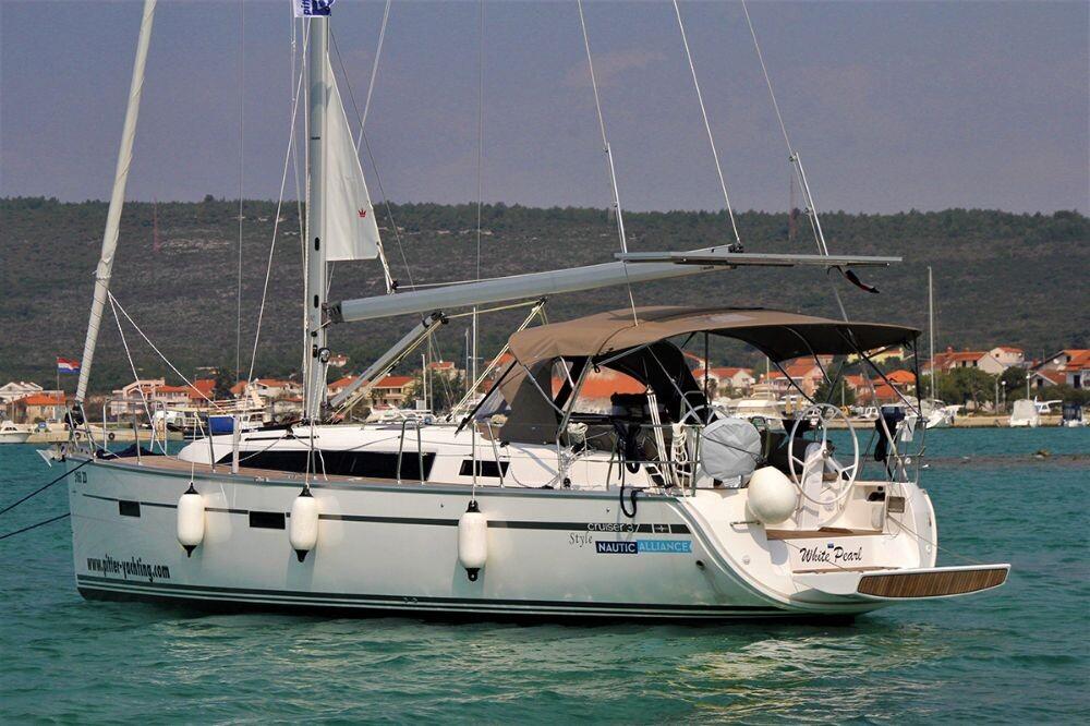 Bavaria Cruiser 37 White Pearl