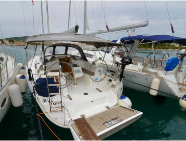 Bavaria Cruiser 37 Blue Tone