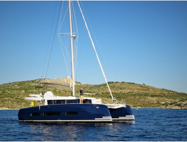 Dufour 48 Catamaran VAR-BLUE HULL, AC+GEN., UNDERWATER LIGHTS