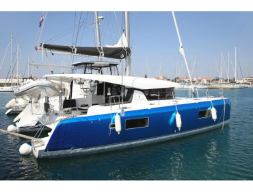 Lagoon 42 ROYAL SALUTE AC Generator Dinghy with Console OB 20HP