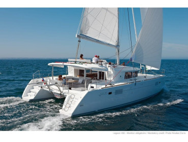 Lagoon 450  Flybridge Santa Claus