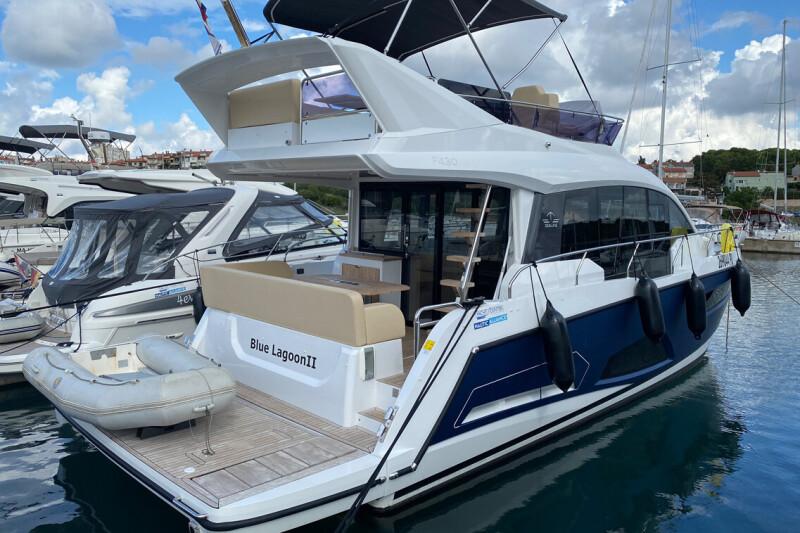 Sealine F430 Blue Lagoon II
